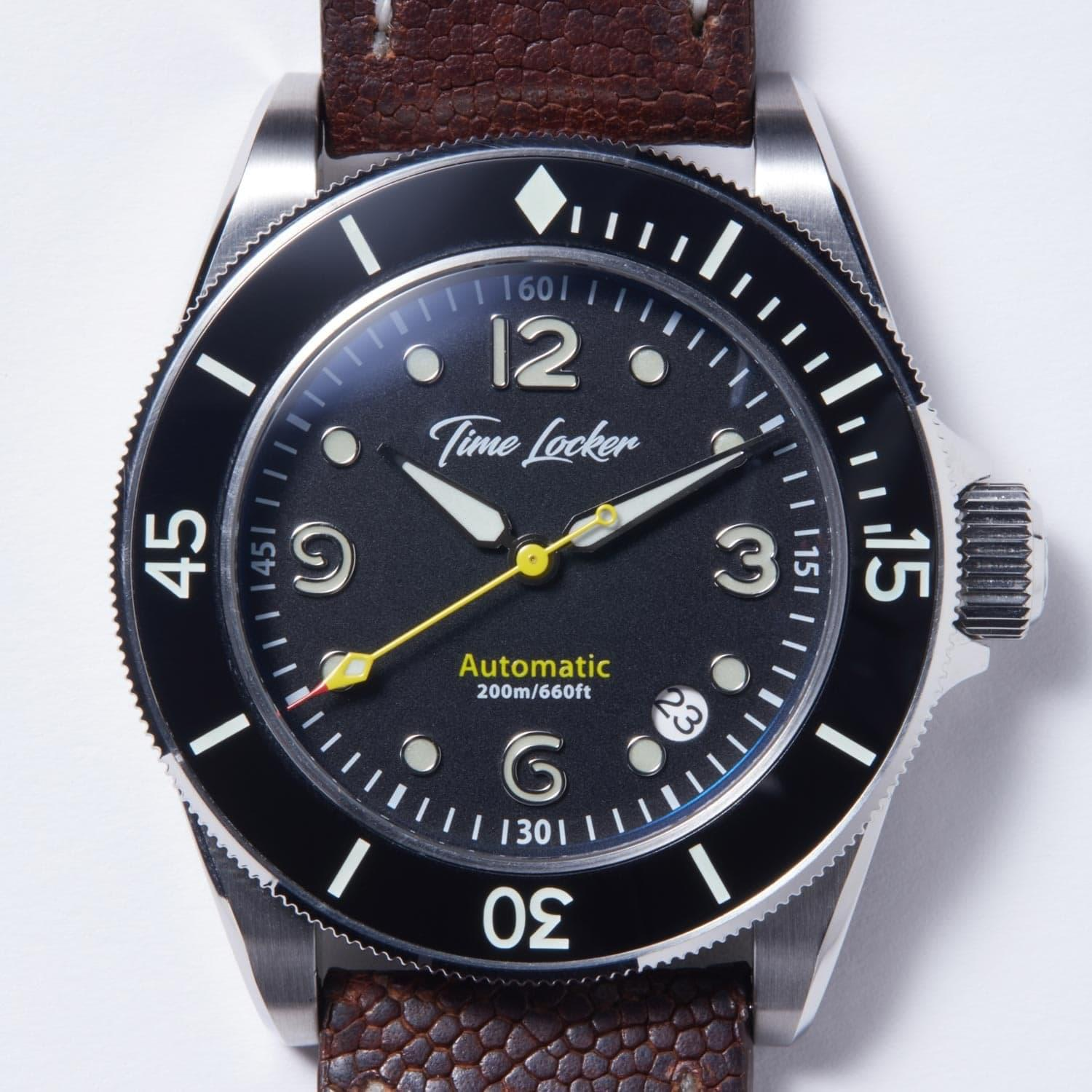 Diving watch lume
